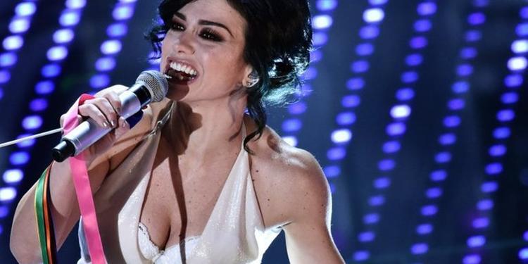 Dolcenera si racconta tra musica e cabaret «Il mio canto è istinto»